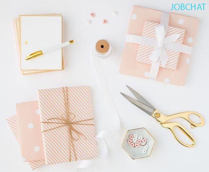 Bạn nên gói quà quà bắt mắt gây ấn tượng với khách hàng