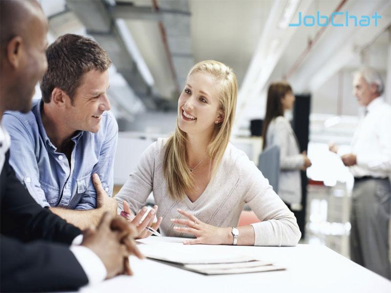 Tìm kiếm thông tin từ khách hàng và đồng nghiệp