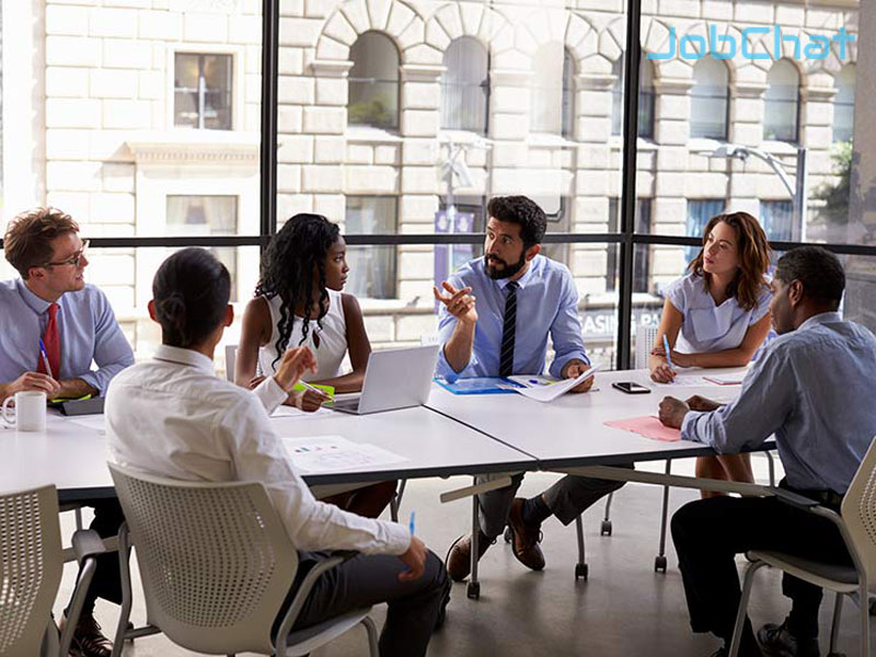 Thường xuyên tham gia tương tác, làm việc nhóm với nhân viên